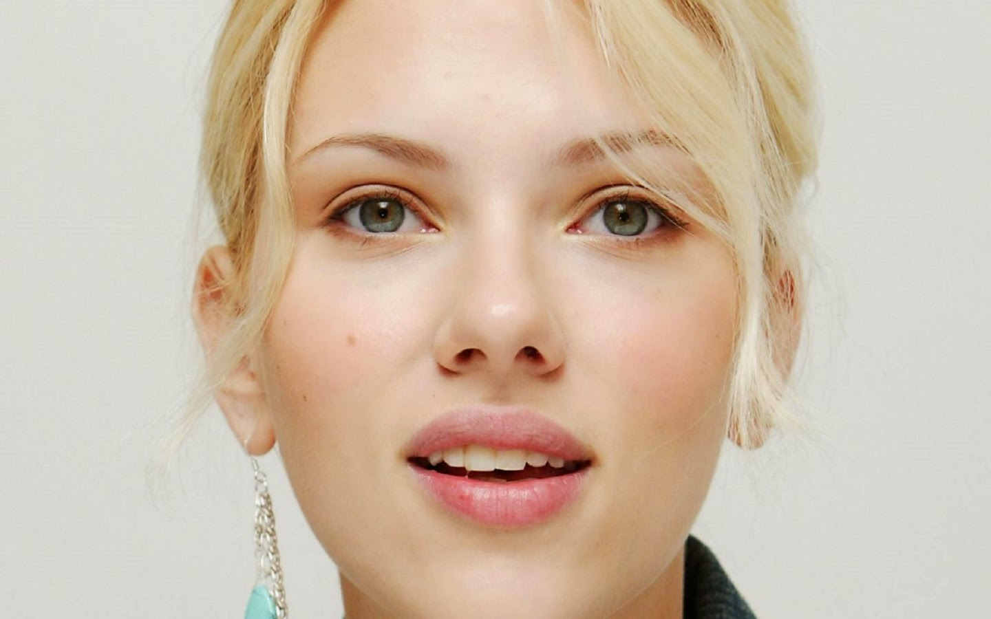 SCARLETT JOHANSSON_WALLSTOWN_IN_HOLLYWOOD ACTRESS_HOLLYWOOD CELEBRITIES