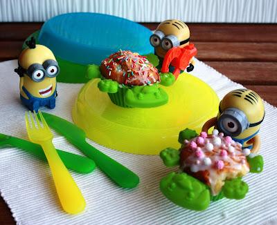 Minions che mangiano muffin decorati agli agrumi