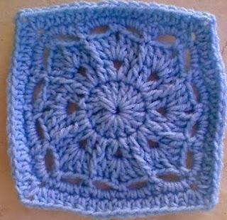 http://translate.googleusercontent.com/translate_c?depth=1&hl=es&prev=/search%3Fq%3Dhttp://www.knotyournanascrochet.com/p/free-patterns.html%26safe%3Doff%26biw%3D1429%26bih%3D984&rurl=translate.google.es&sl=en&u=http://myblueangels.blogspot.com.es/2010/10/small-winter-burst-6-square.html&usg=ALkJrhjwf6I09igOEplwyy_h4Mg2imTjfA