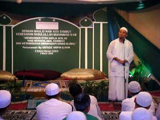 Maulid Nabi Muhammad -Maulid Nabi atau Maulud diambil dari (bahasa