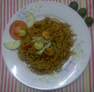 Fried noodles ( Mee goreng)