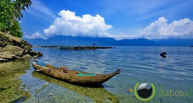 2. Tempat Wisata Danau Maninjau Di Sumatera Barat