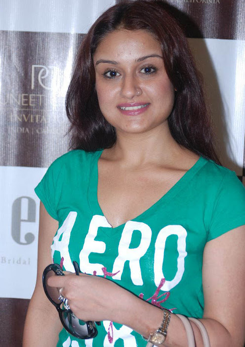 sonia agarwal new hot images