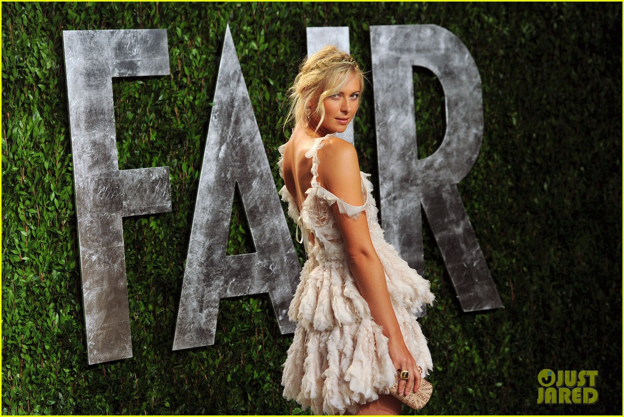 http://4.bp.blogspot.com/-yX4643i8jiw/T0vS-nAx9TI/AAAAAAAAC4U/V8gFCPc6JXw/s1600/maria-sharapova-williams-sisters-vanity-fair-oscar-party-13.jpg