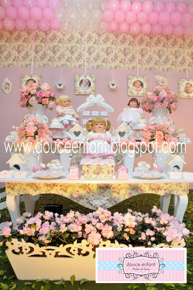 Douce Enfant Decoração Jardim das Bonecas da Julia  Adora Doll