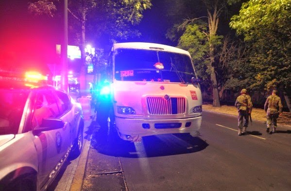 Mueren pasajero y ladrón en asalto a transporte público