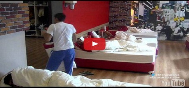 شباب ستار أكاديمي يستيقظون على صدمة في غرفة النوم