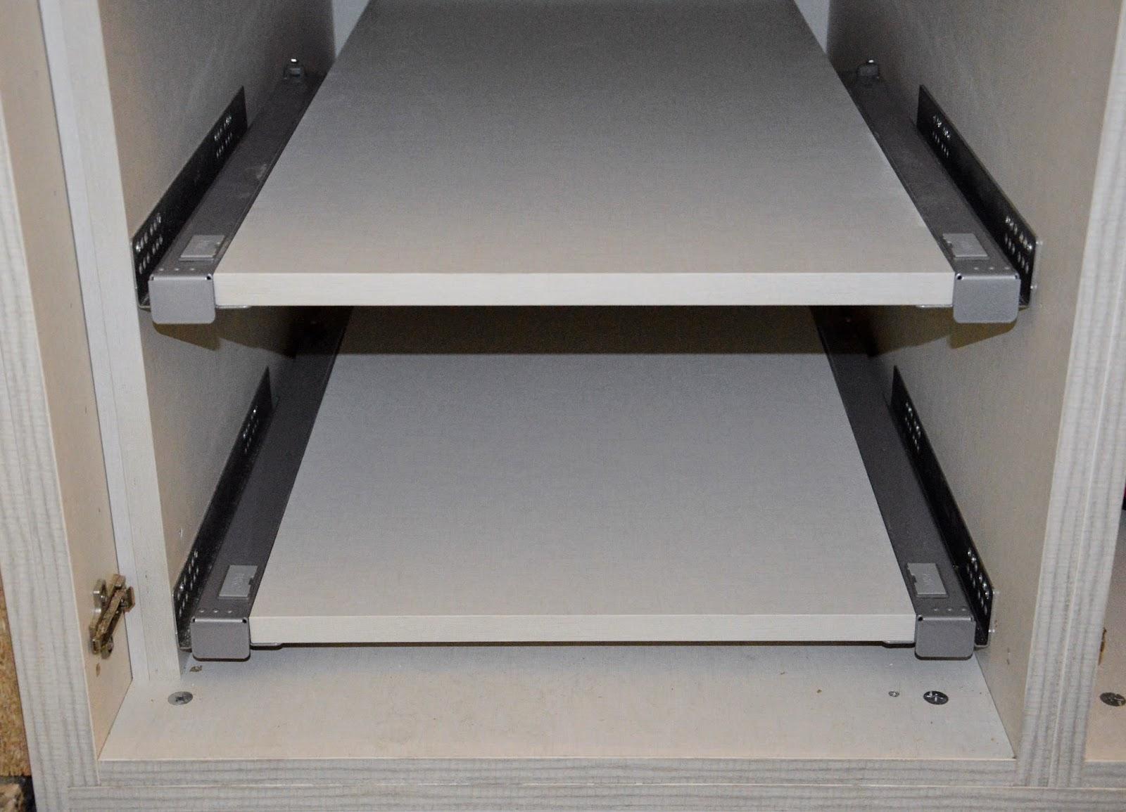 I d e a nuestro armario en el hueco bajo la escalera - Estantes para armarios empotrados ...
