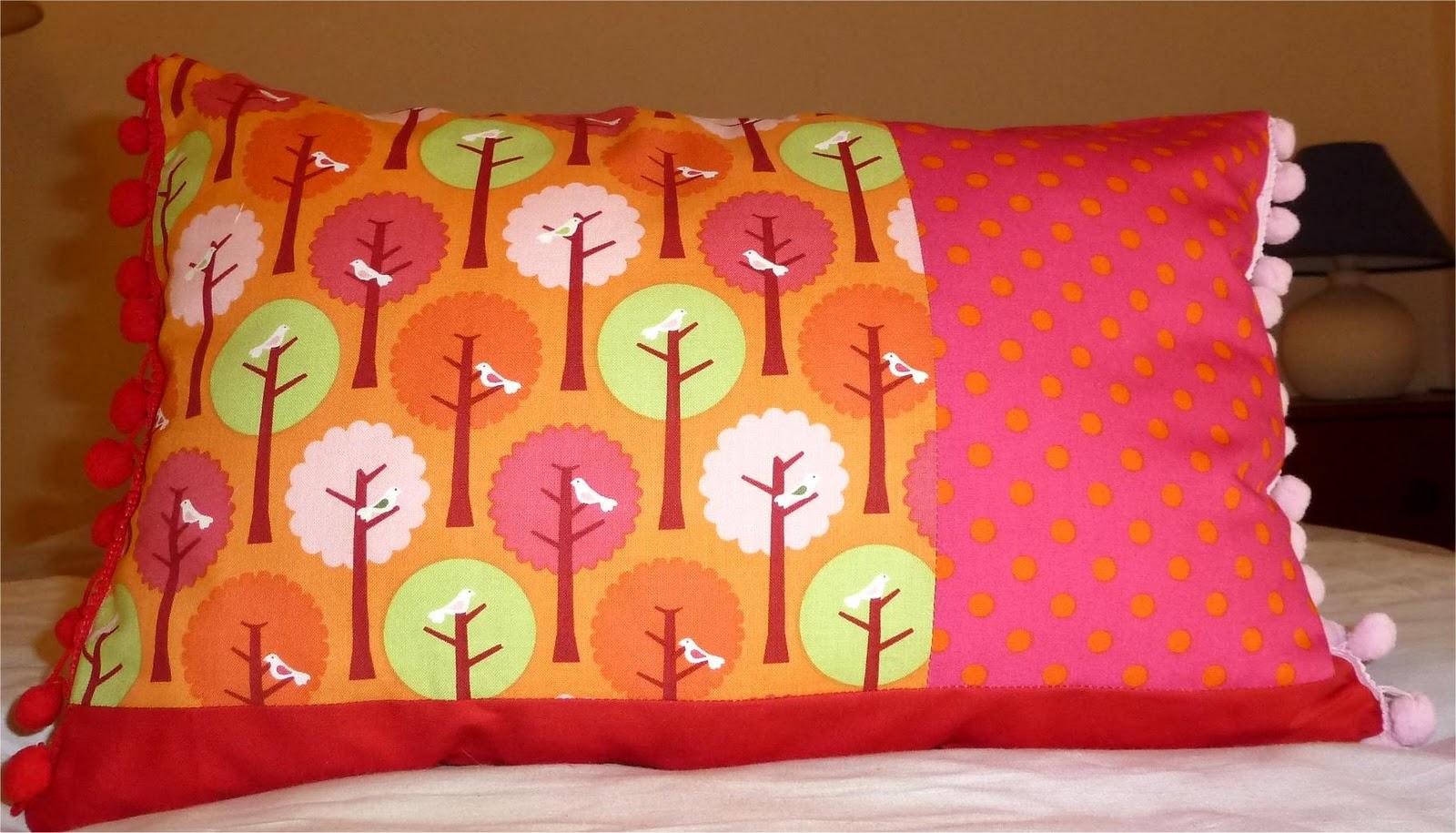 http://4.bp.blogspot.com/-yY5Q5KXAhVw/TtNfSVLMChI/AAAAAAAACOE/rhjIo3ht3J0/s1600/red+and+pink+cushion.jpg