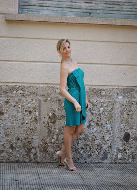 green dress how to wear green green elegant dress elegant summer outfit fashion bloggers italy blondie blonde hair blonde girls italy italian girls legs guess shoes majique london necklace