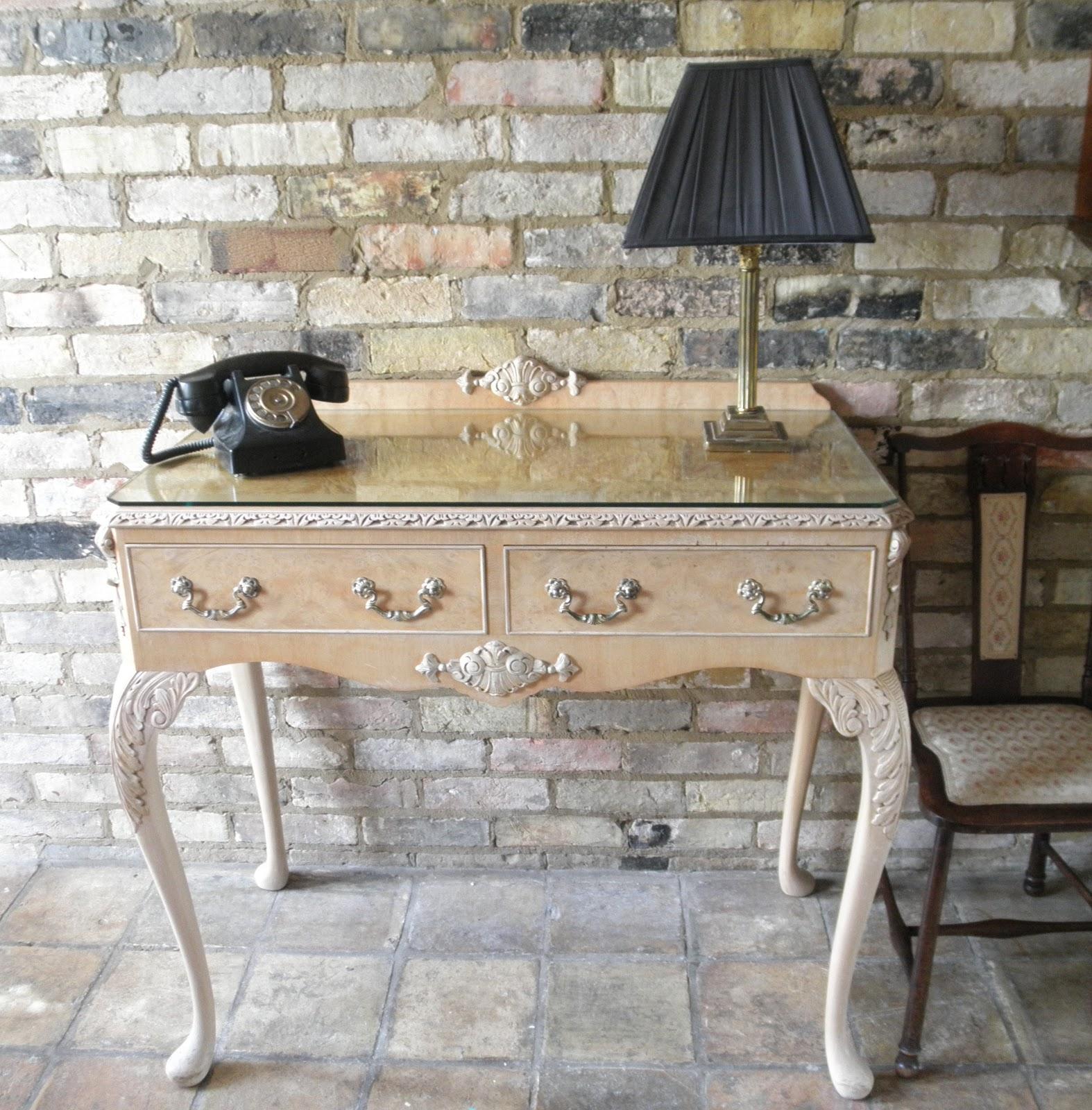 http://4.bp.blogspot.com/-yYNBh59wVmM/T_XucQ9TucI/AAAAAAAAAD8/g_OyXw9EyFw/s1600/walnut+side+table+004.JPG