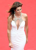 Cindy Crawford cleavage