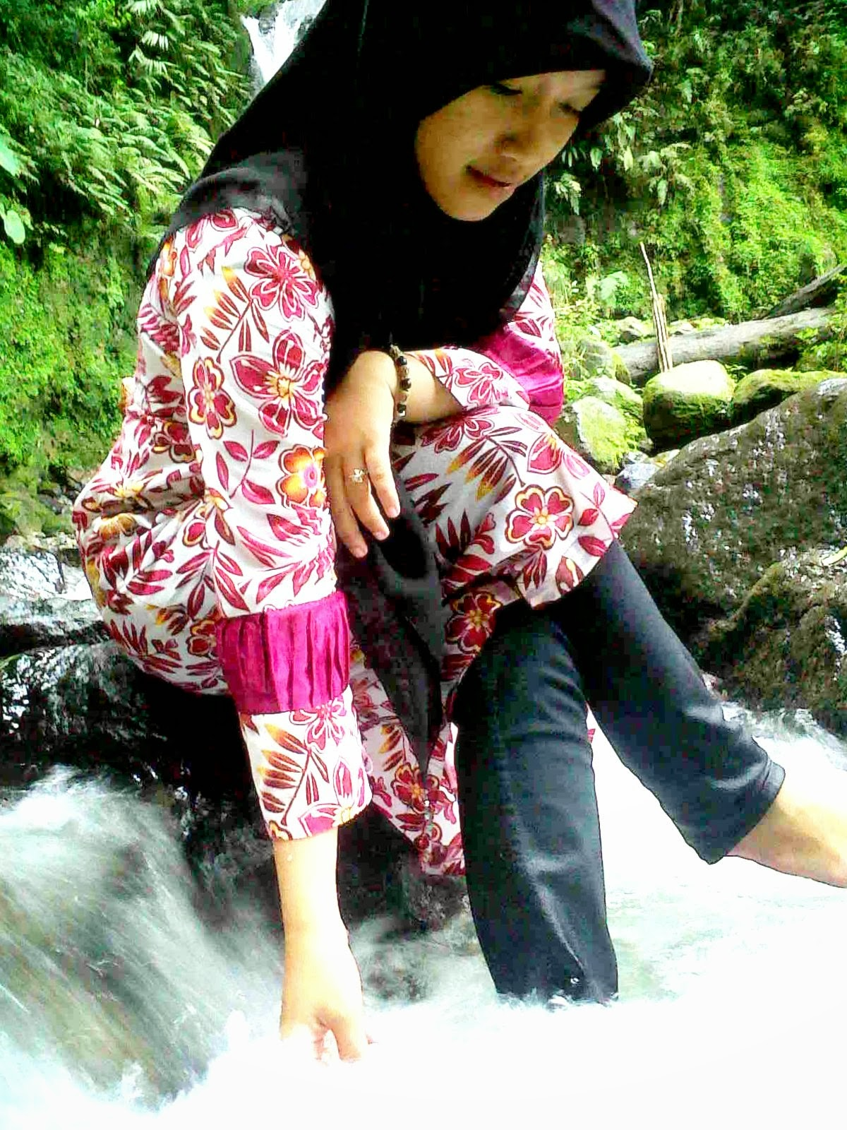 Air Terjun Dwiwarna