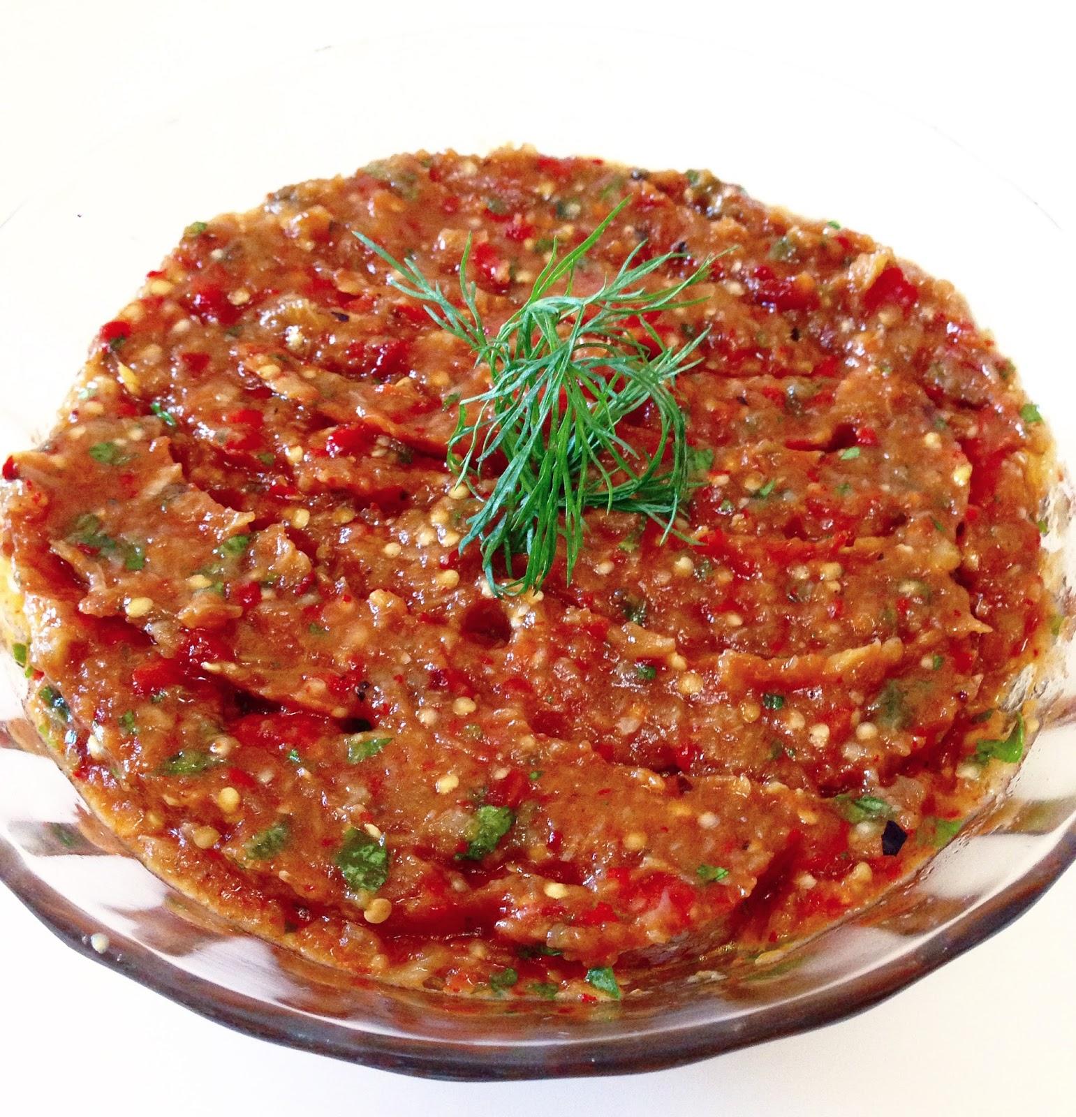 Izgara Patlıcan Ve Biber Salatası