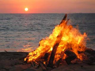 hoguera.san juan Solsticio del verano   Midsommar   21 de Junio y Hogueras de San Juan