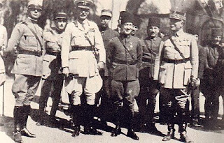 Selahaddin Adil Paşa İstanbul'da işgal devletleri temsilcileri ile vedalaşıyor.