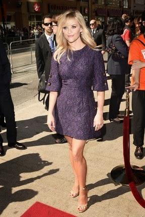 Reese usou um vestido curto durante sessão do filme The good lie em Toronto