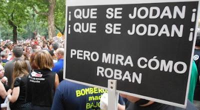 POVO ESPANHOL PEDE SACRIFÍCIO DE POLÍTICOS E BANQUEIROS