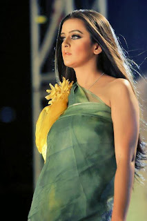 Bangladesh+Fashion+Show+Girl+Ruma+Transparent+Dresses+picture+collection004