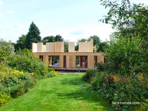 Casa moderna de madera en construcción