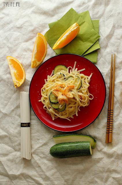 makaron udon, makaron z krewetkami, makaron z cukinią, pasta with prawns,