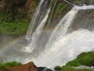 La vida corre como el agua de la cascada