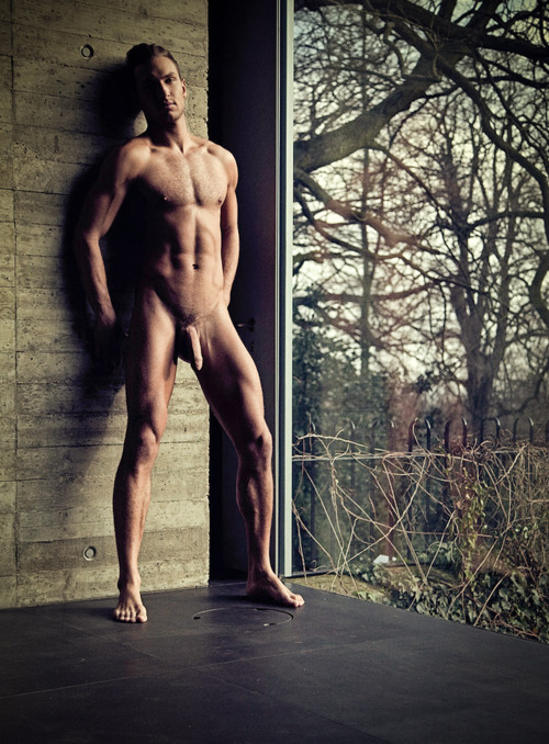 men naked from head to toe