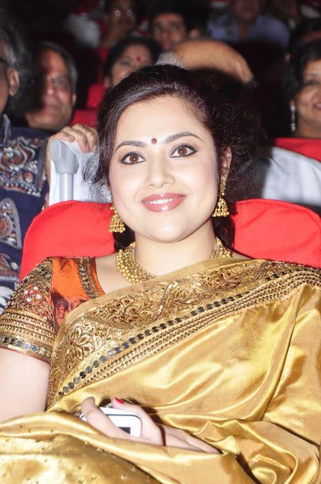 meena in saree photo gallery