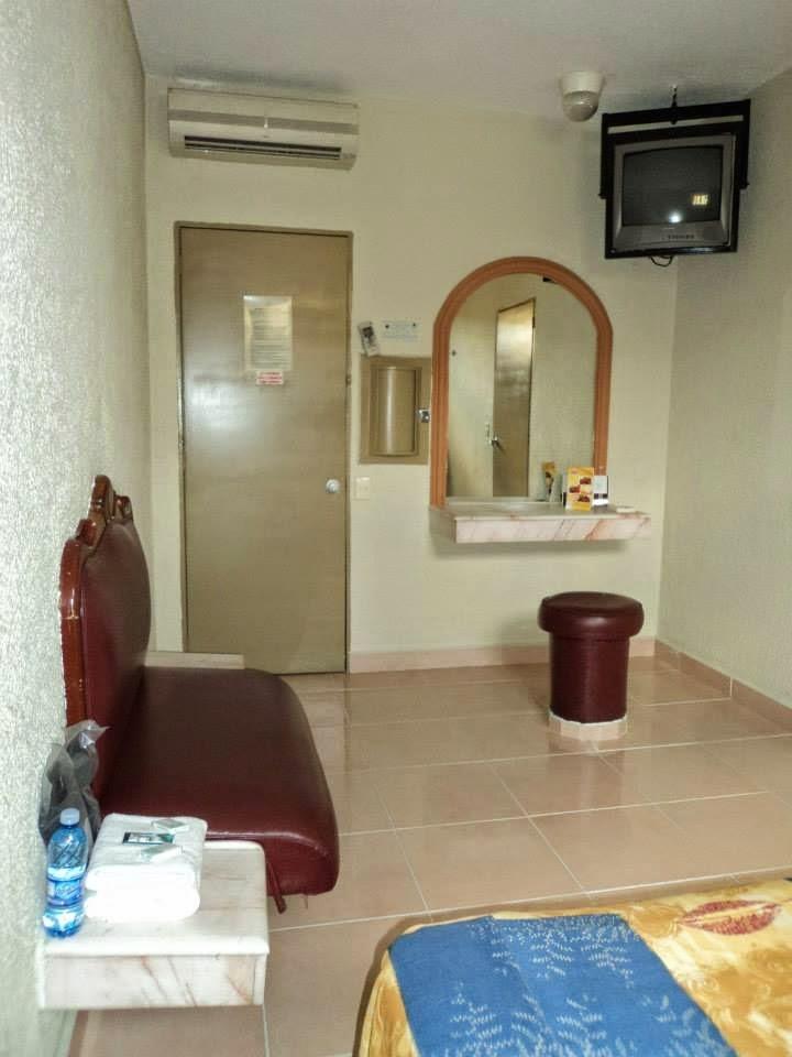 Moteleros de guadalajara motel el silecio for Motel con piscina privada