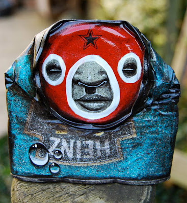 Luchador en lata reciclada