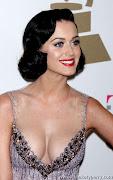 1. Katy Perry Artis Hollywood Dengan Payudara Terindah