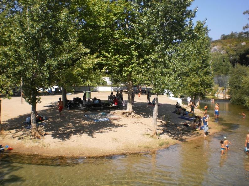 Zona de sombra junto ao rio