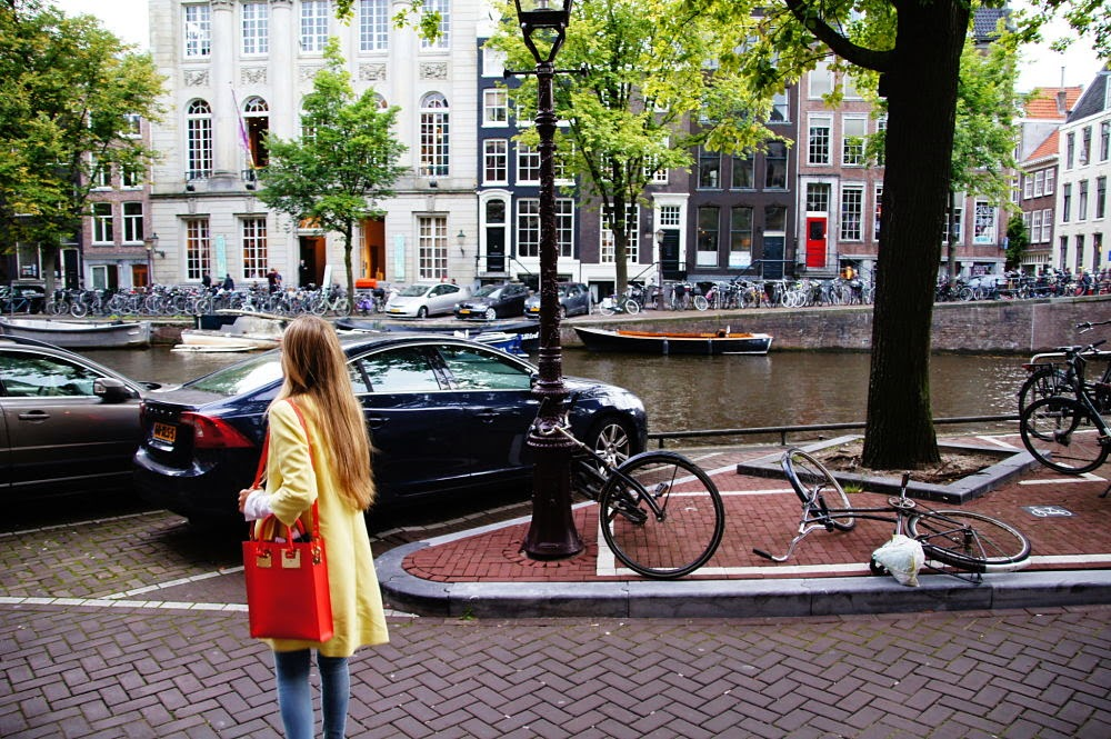 fancy, manners, blog, fashion, blogger, fashionblog, fashionblogger, sophia webster, sophie hulme, mini, orange, neon, shoes, outfit, style, amsterdam, netherlands, dutch, pastel, yellow, jeans, color, colorful, prinsengracht, inspiration, marella, coat, outfit, personal
