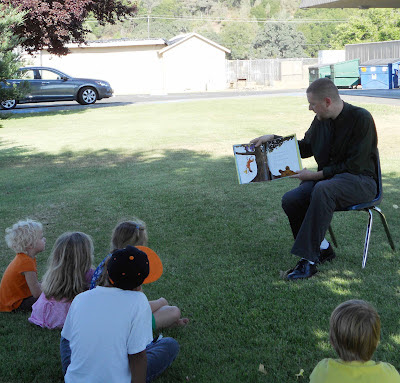 Kevin N. Hume reads to elementary school students