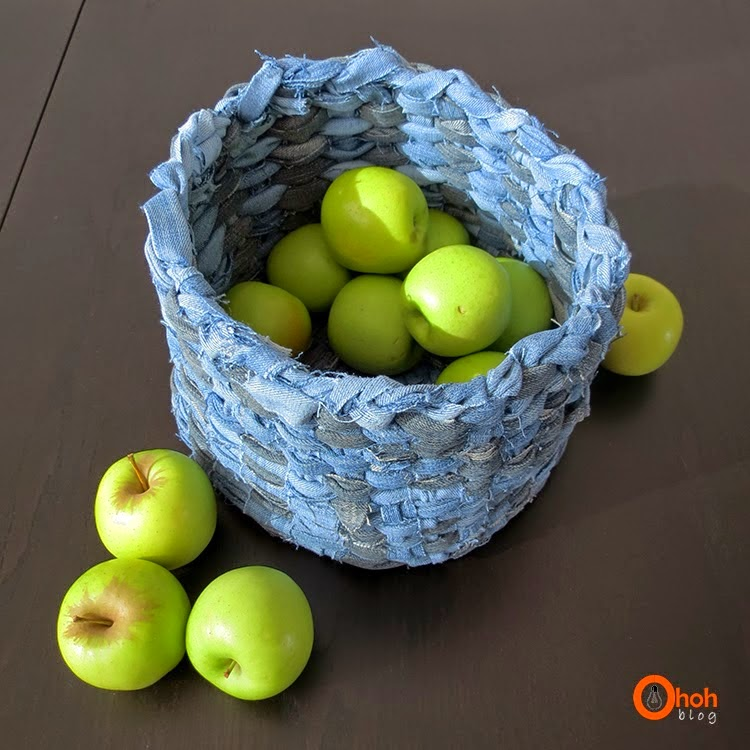 http://www.ohohblog.com/2014/01/diy-recycled-denim-basket.html
