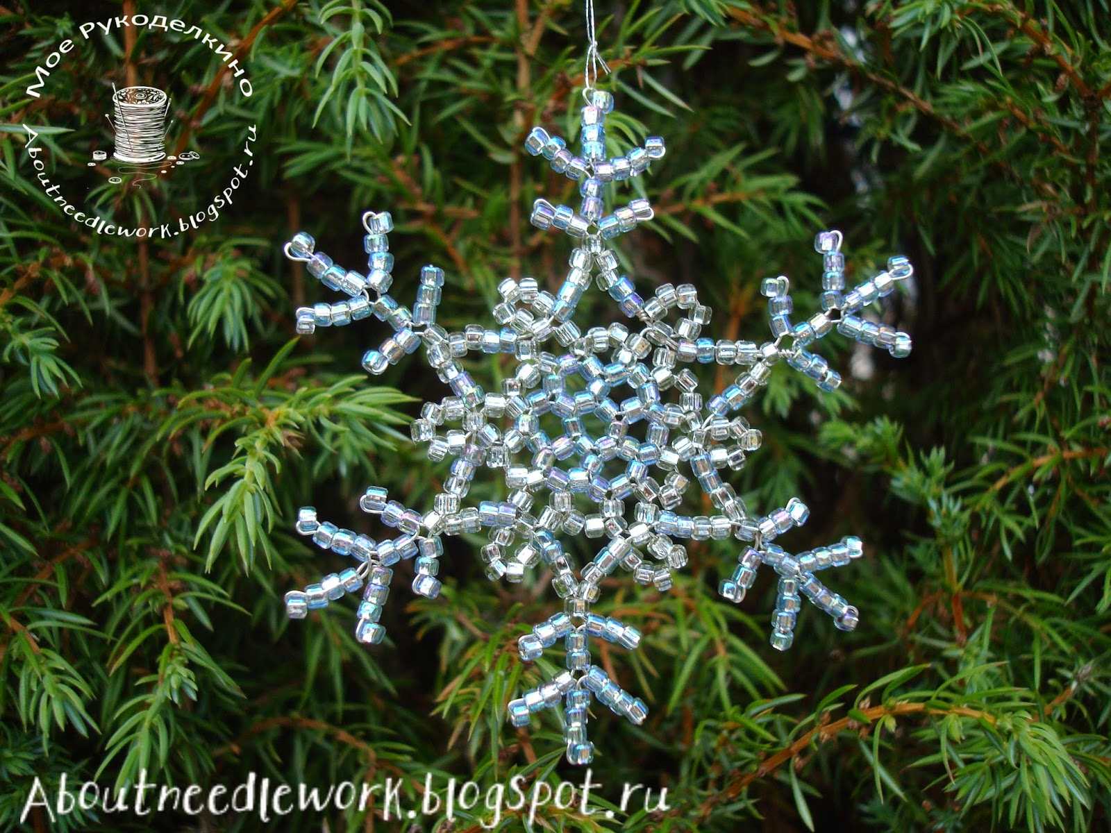 Снежинки, сплетенные из бисера и бусин
