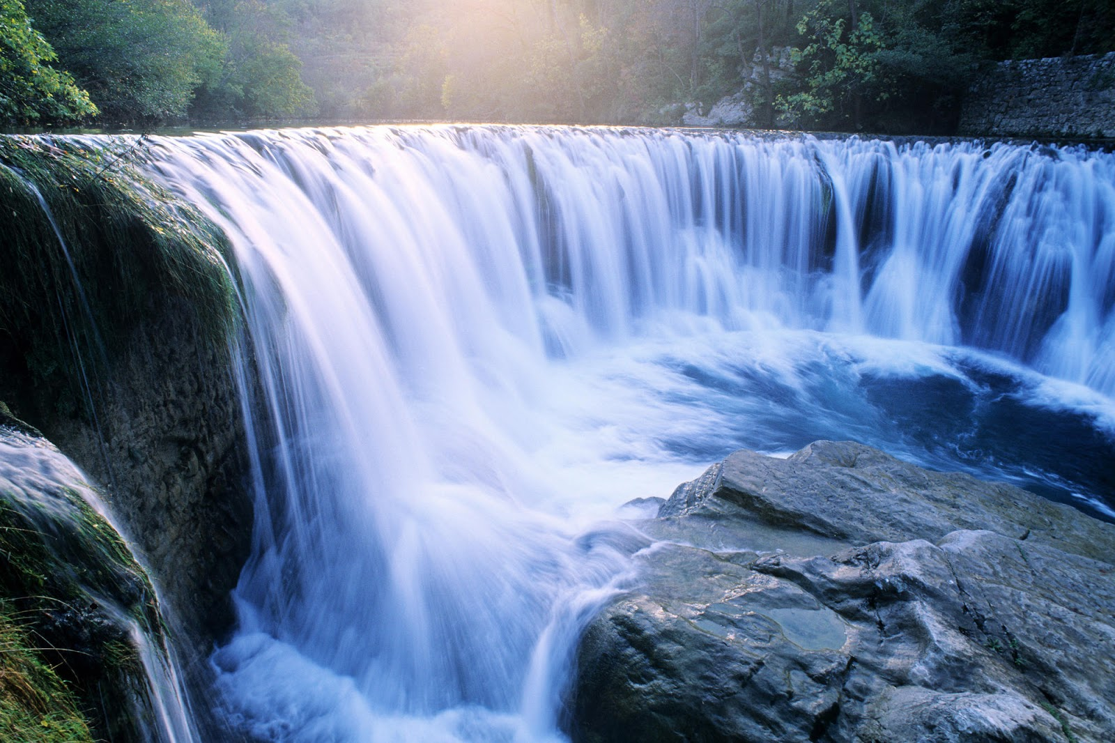 http://4.bp.blogspot.com/-ybJCIRw7-kk/UIpWUbXRD_I/AAAAAAAAAAo/tx8g6lvngSQ/s1600/Water%2BFall%2BAmazing%2BNature%2BWidescreen%2BWallpaper.jpg