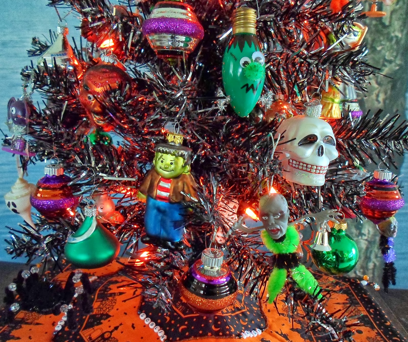 Halloween tree ornaments - An Old Post That Talks About My Tree Skirt Can Be Found Here