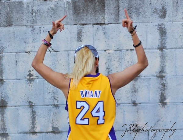 Anne-Cohen-Lakers-Blogger-The-Scoop