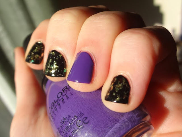 Halloween nails, purple accent nail, black nails with gold and green flakes