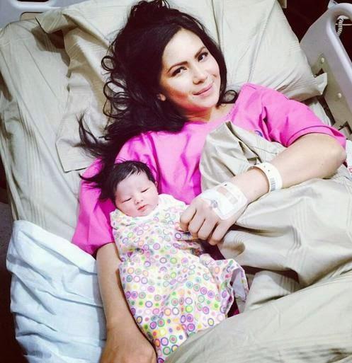 Melahirkan Bayi Perempuan Melahirkan Bayi Perempuan