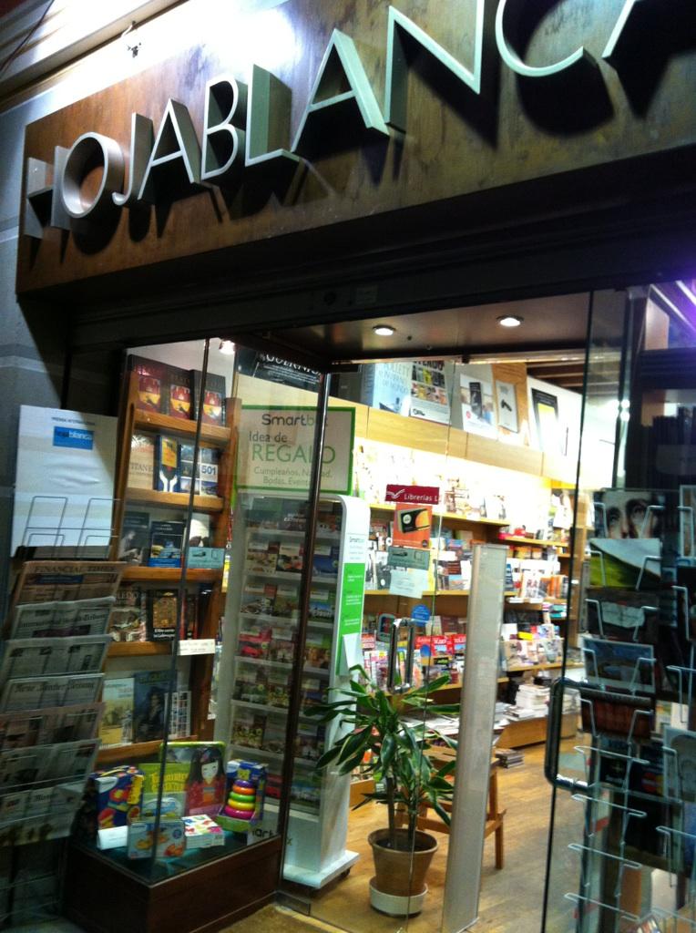 Fachada de la Librería Hojablanca de Toledo