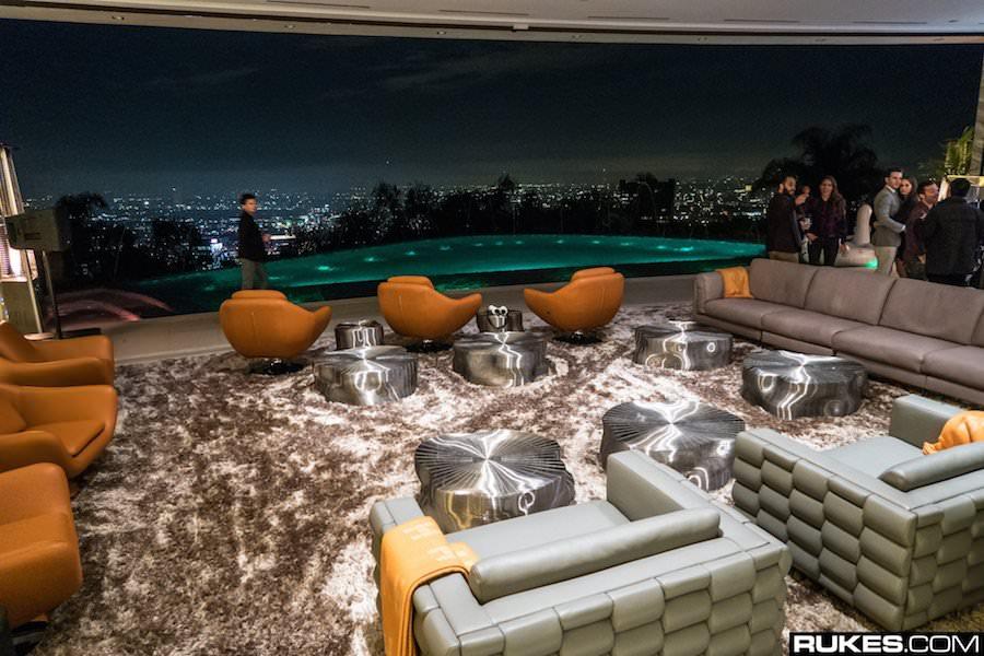Minecraftの作者が7000万ドルのビバリーヒルズの大豪邸を購入!