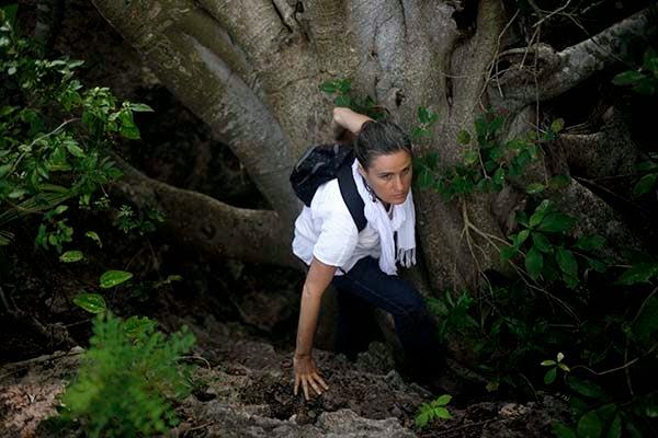 Las cuevas mayas como Aktun Usil, se consideraban puertas a Xibalbá, el inframundo. Lugar que representaba la muerte y la enfermedad como parte del camino que todos tenemos que recorrer.  Cuenta el Popol Vuh, o Libro del Consejo, que en el Xibalbá se celebró el juego de pelota entre los gemélos divinos Hunahpú e Ixbalanqué y los Ajawab, los señores del inframundo.