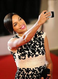 Le selfie de Rosario Dawson au Festival de Cannes 2014