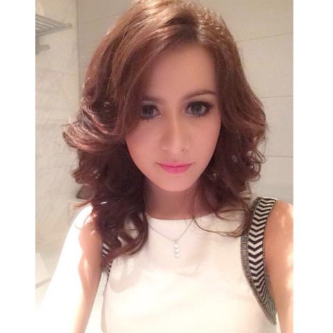 Foto dan profil rina diana 28