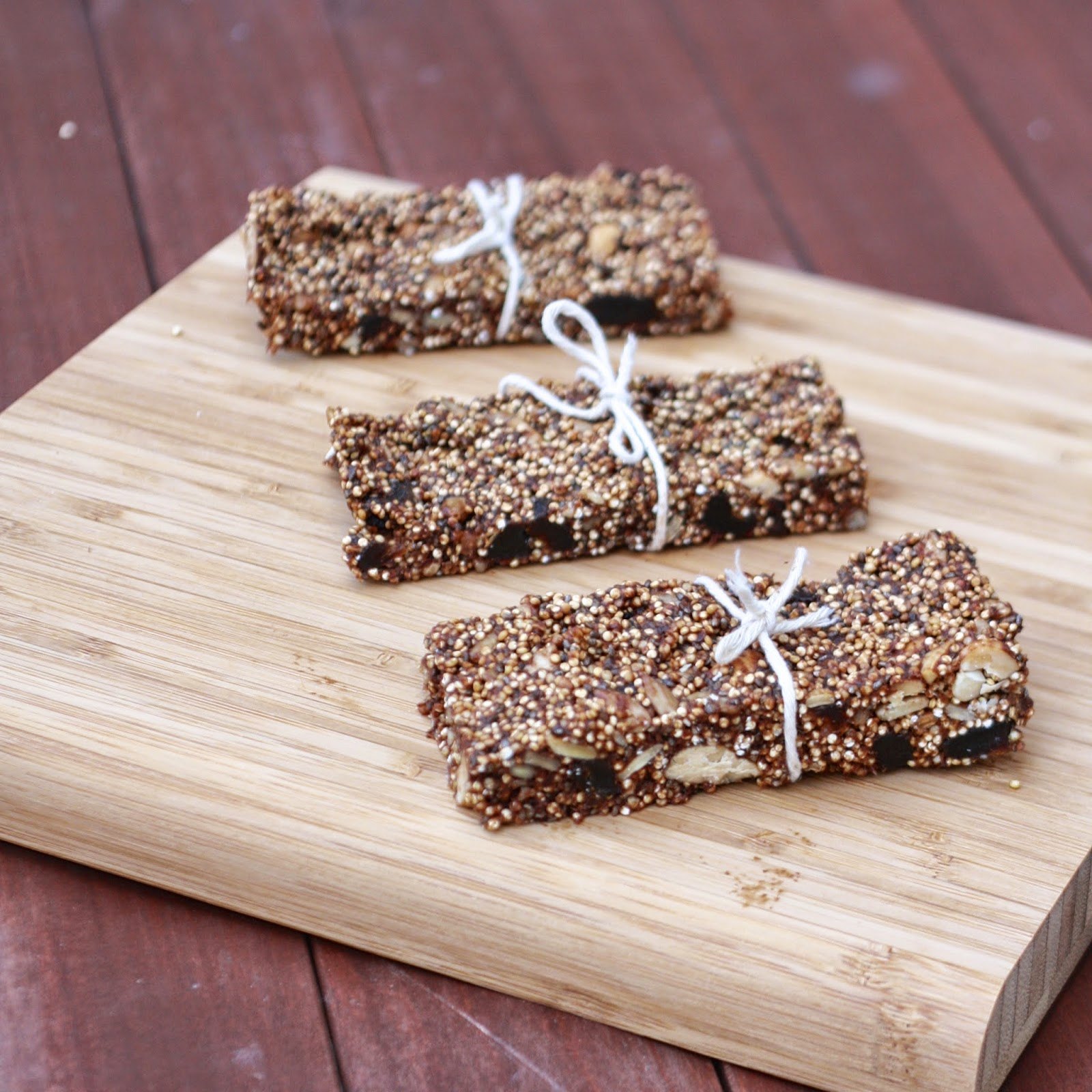 Quinoa Granola Bars | The Sweets Life