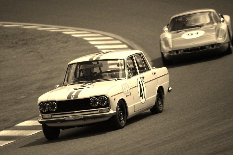 Prince Skyline, wyścigi, tor wyścigowy, racing, klasyczne sportowe samochody, dawne modele, auta z japonii, JDM, stare, nostalgic, oldschoolowa motoryzacja