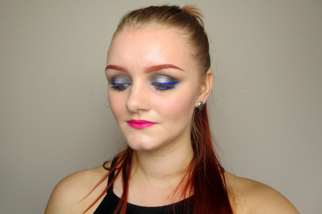 bright makeup tutorial for pale skin including eye shadow and lipstick