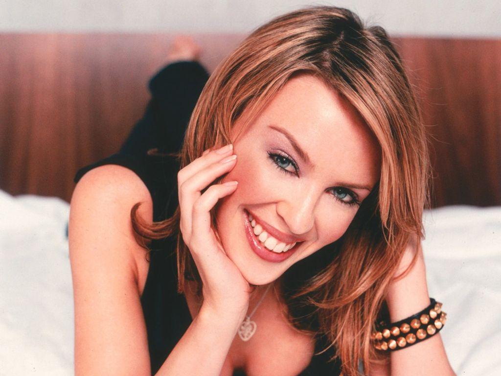 http://4.bp.blogspot.com/-yeFkaoW8U5U/TfL2EuRMCKI/AAAAAAAAAgg/vLWobPpnh_w/s1600/Kylie-MinogueSCPLIVE.jpg